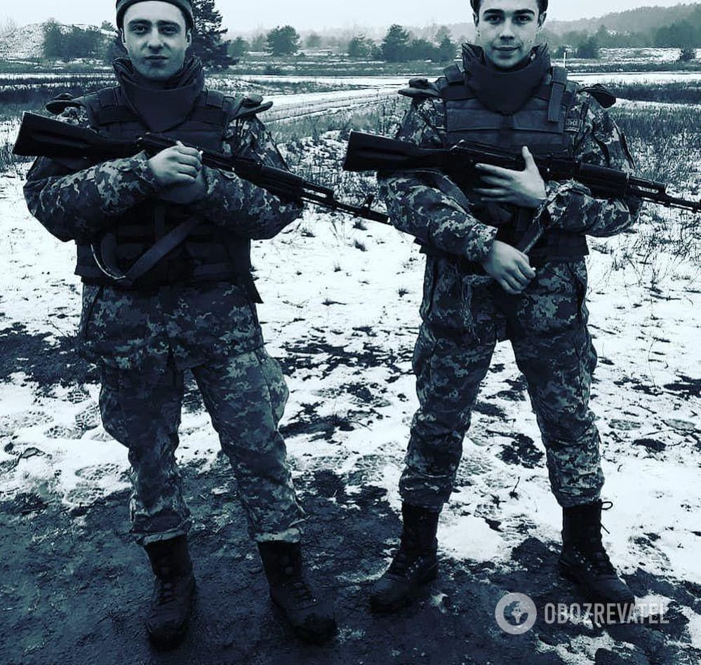 Данило Скрябін (праворуч) із товаришем по службі.