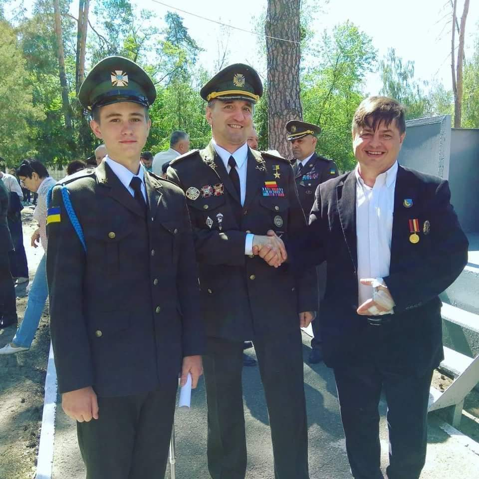 Эдуард Полянский со своим опекуном и Игорем Гордийчуком.