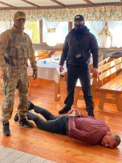 Попелича затримали на хабарі в сумі 80 000 гривень.