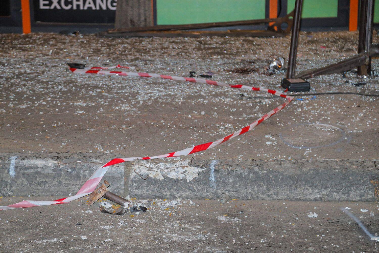 Осколки стекла на месте столкновения