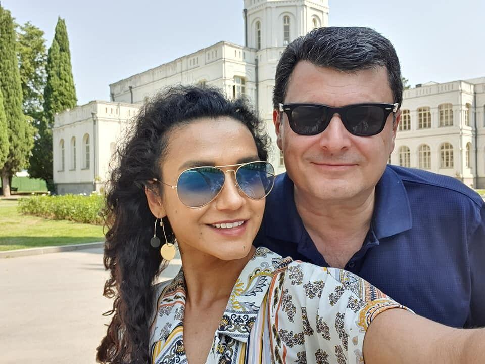 Экс-министр здравоохранения и его молода жена Анастасия