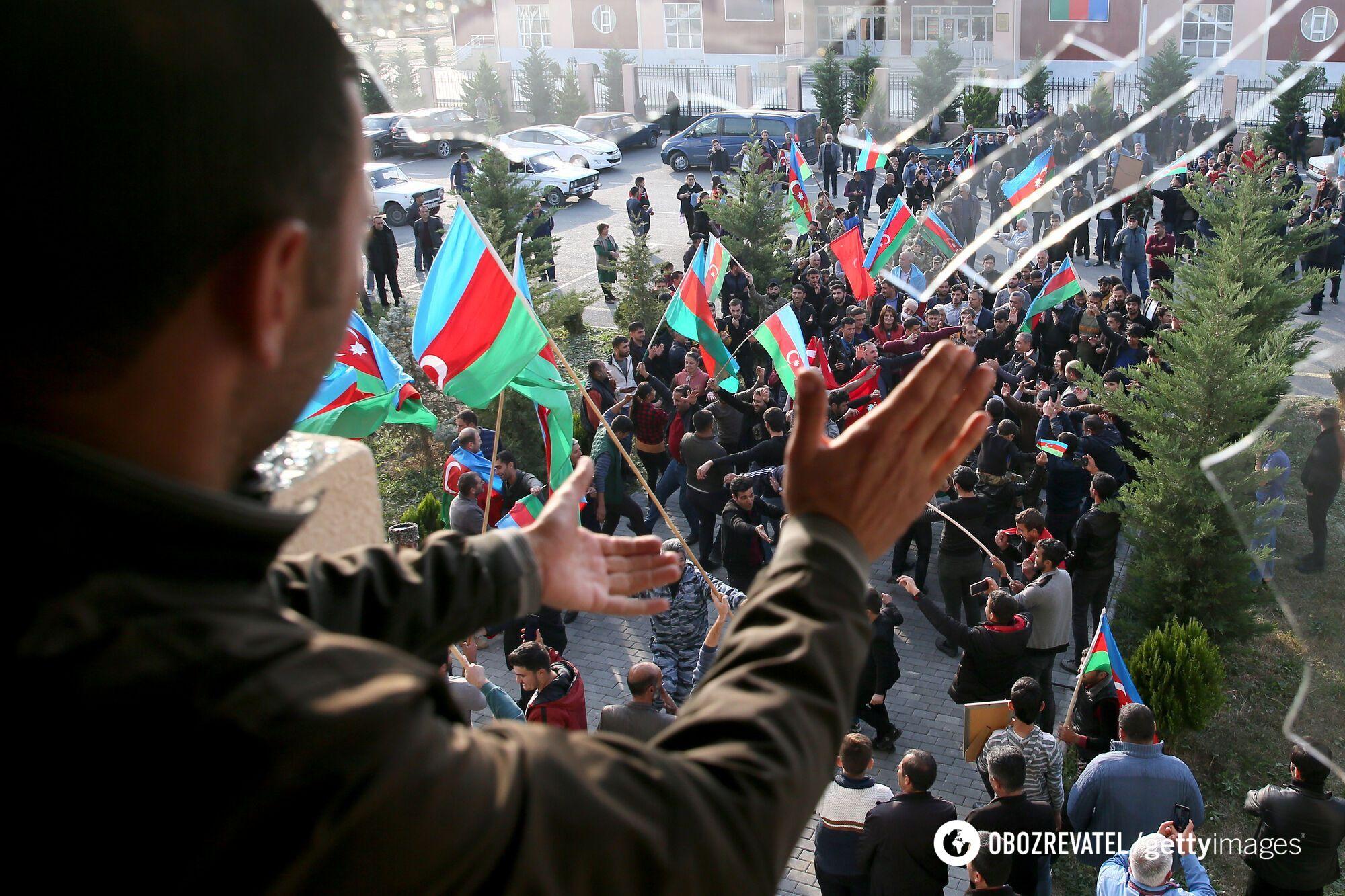 Азербайджанці радіють припиненню бойових дій у Нагірному Карабасі й поверненню своїх територій
