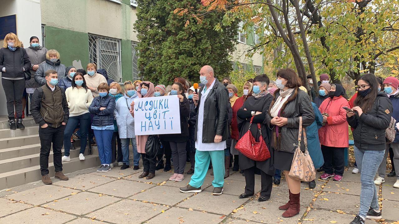 В Черкассах состоялся митинг под стенами роддома