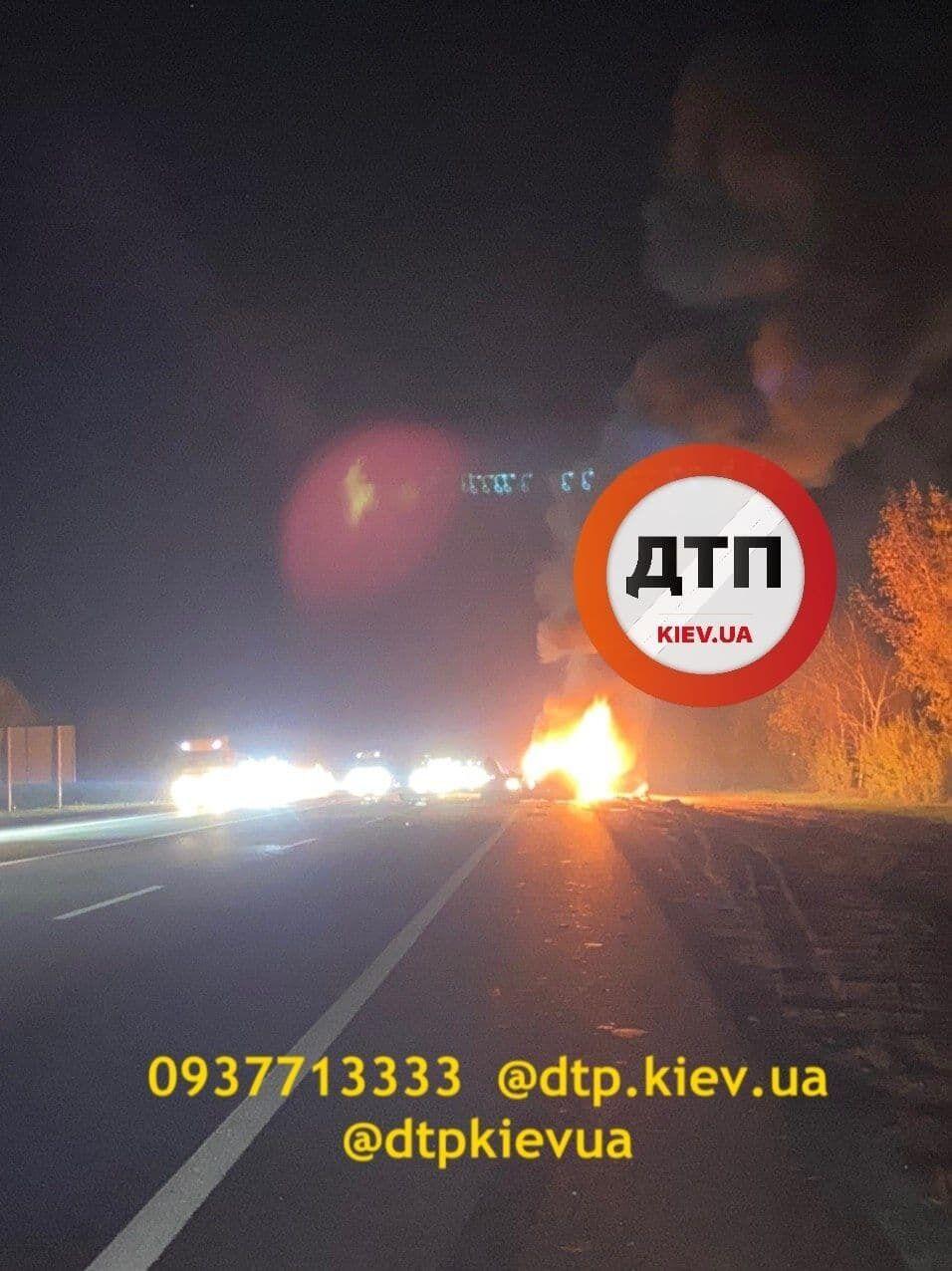 Авто загорелись после столкновения.