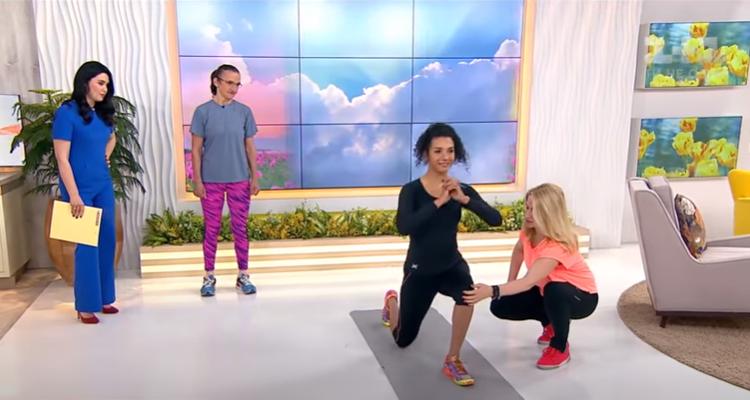 Анастасия показывала как надо выполнять упражнения