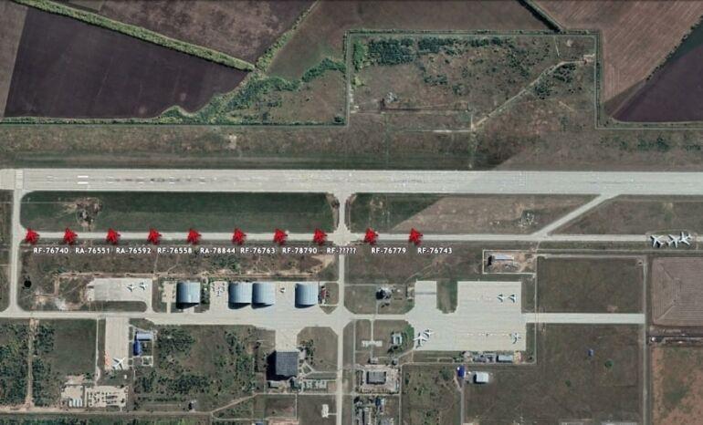 """Підрозділи російських військовослужбовців стали стягуватися до аеродрому """"Ульянівськ-Східний"""" ще 9 листопада. На супутниковому знімку аеродрому можна побачити 10 транспортників Іл-76."""