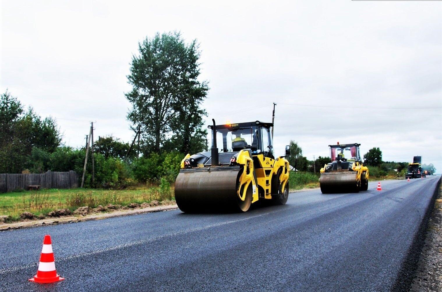 В Україні компанія працює з вітчизняними фахівцями-дорожниками.