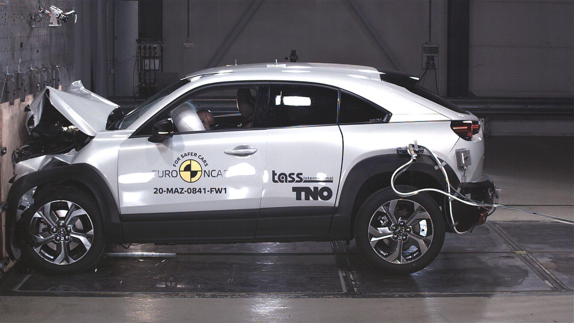 Mazda MX-30 показала очень хорошие результаты за защиту водителя и пассажиров – 91%