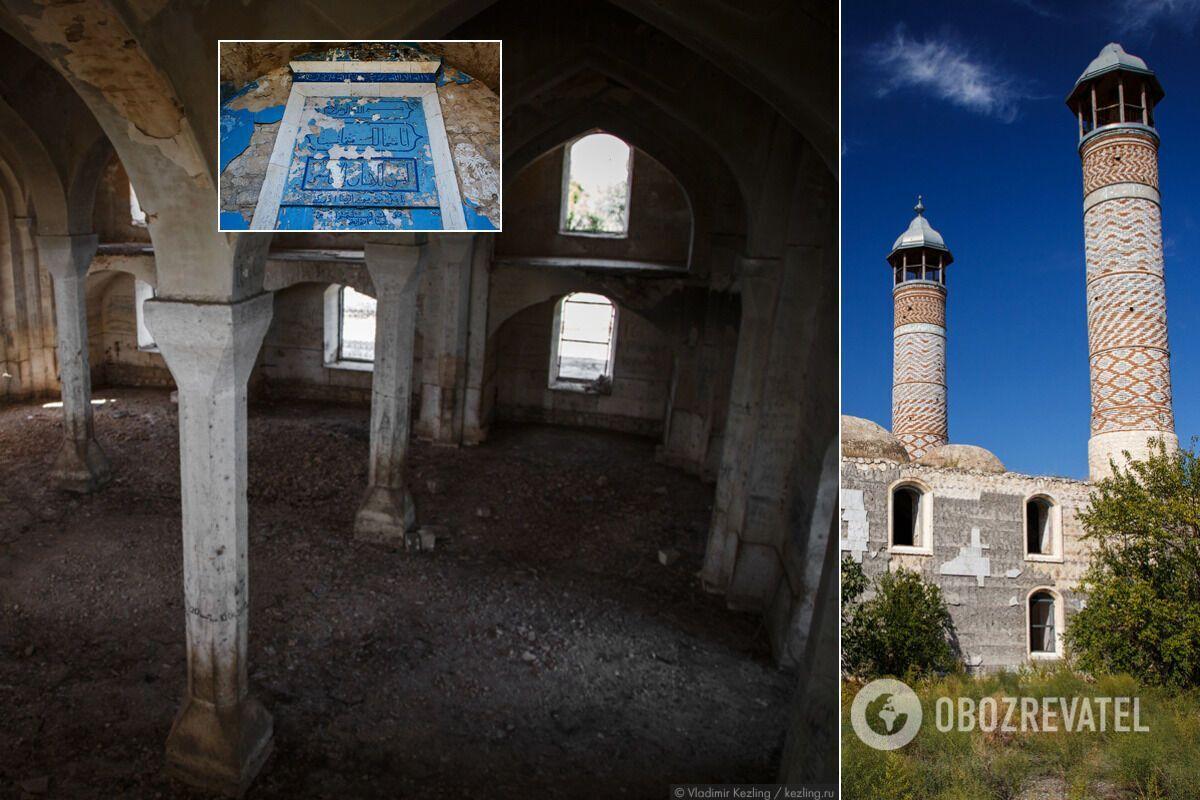 Всередині зруйнованої мечеті панує порожнеча, яка жахає