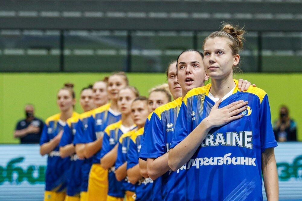 Сборная Украины перед началом матча.