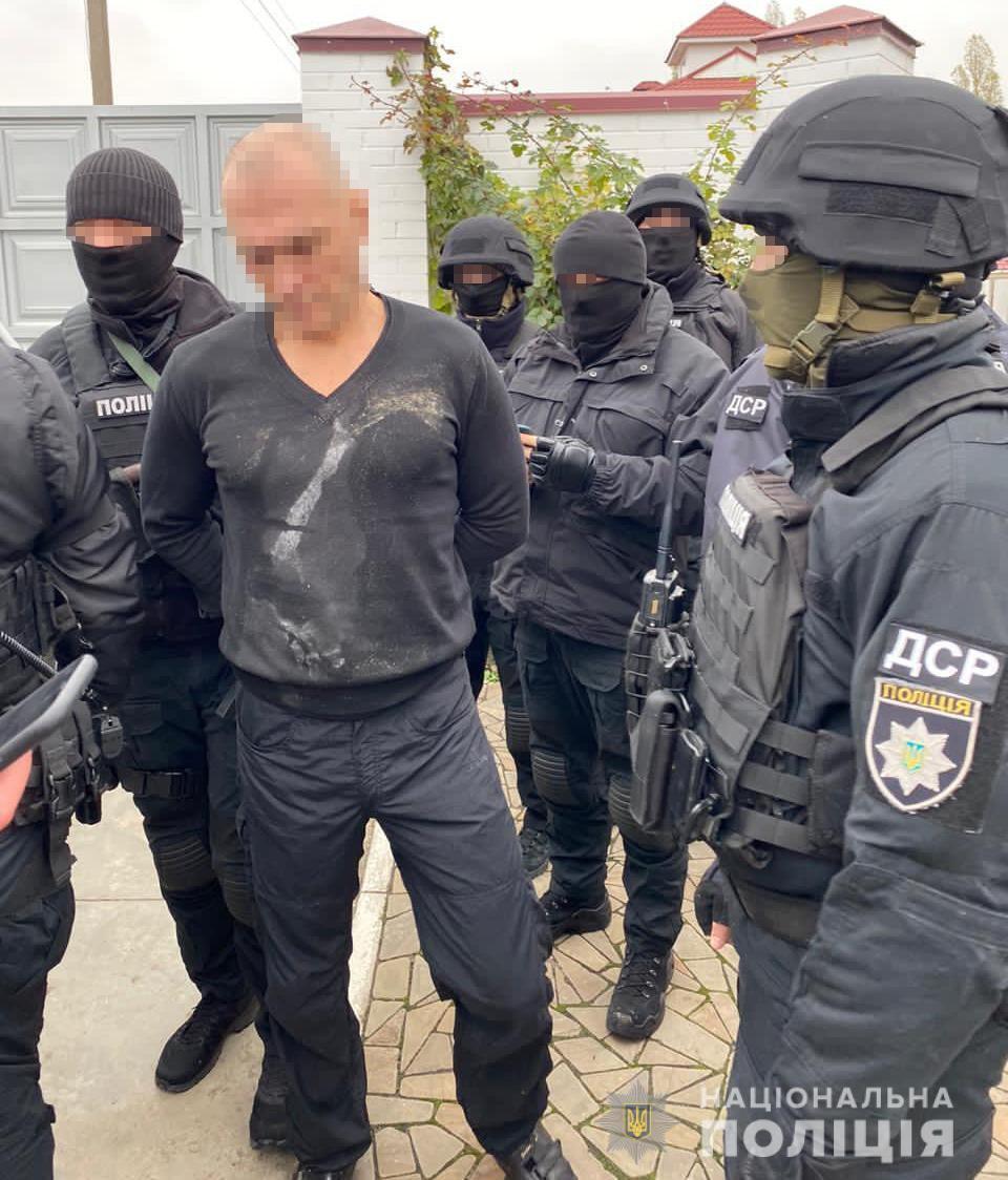 Подозреваемого задержали в частном доме в Сумах
