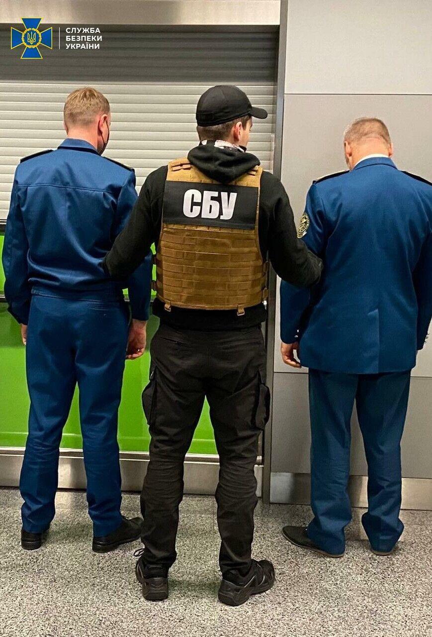 Злоумышленников задержали во время получения очередной взятки.