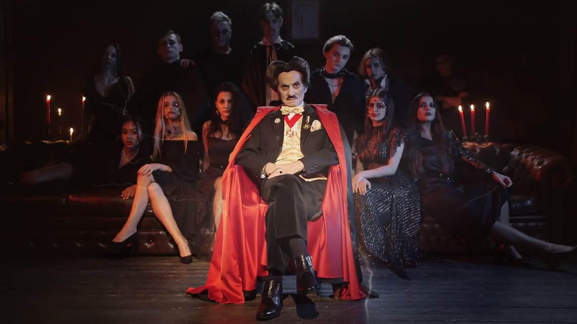 Григорий Чапкис в образе Графа Дракулы