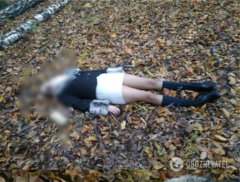 У Києві біля монастиря знайшли тіло дівчини