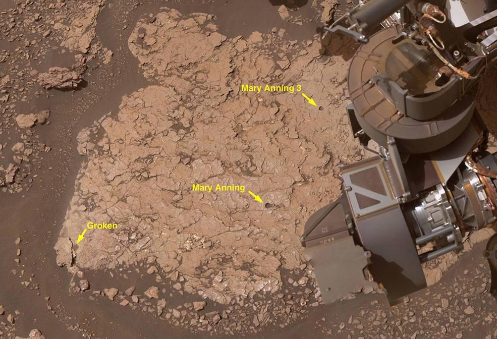 Curiosity взял три образца проб поверхности Марса.