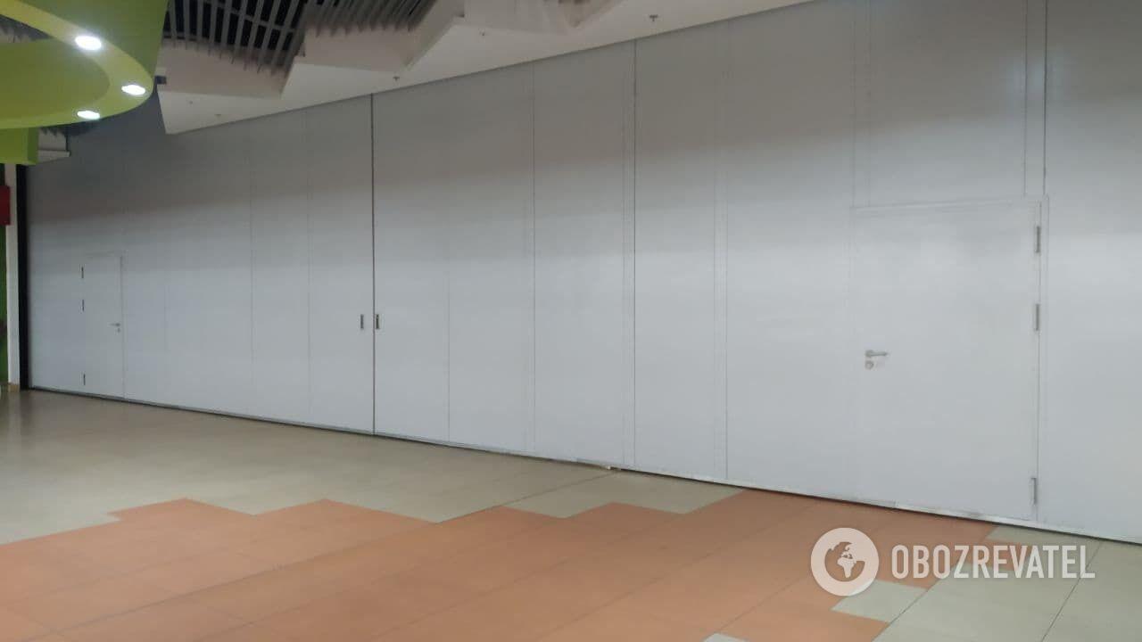 Магазины одежды в Киеве закрыты.