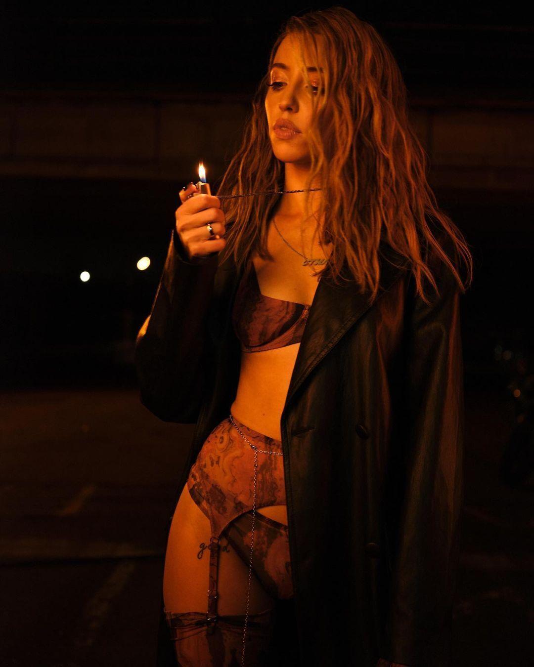 Надя Дорофеева в сексуальном нижнем белье.