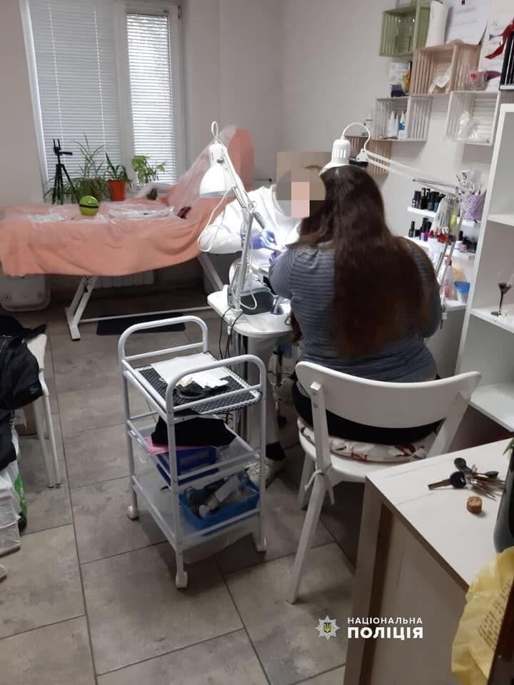 Полиция составила протоколы на салоны красоты и парикмахерские