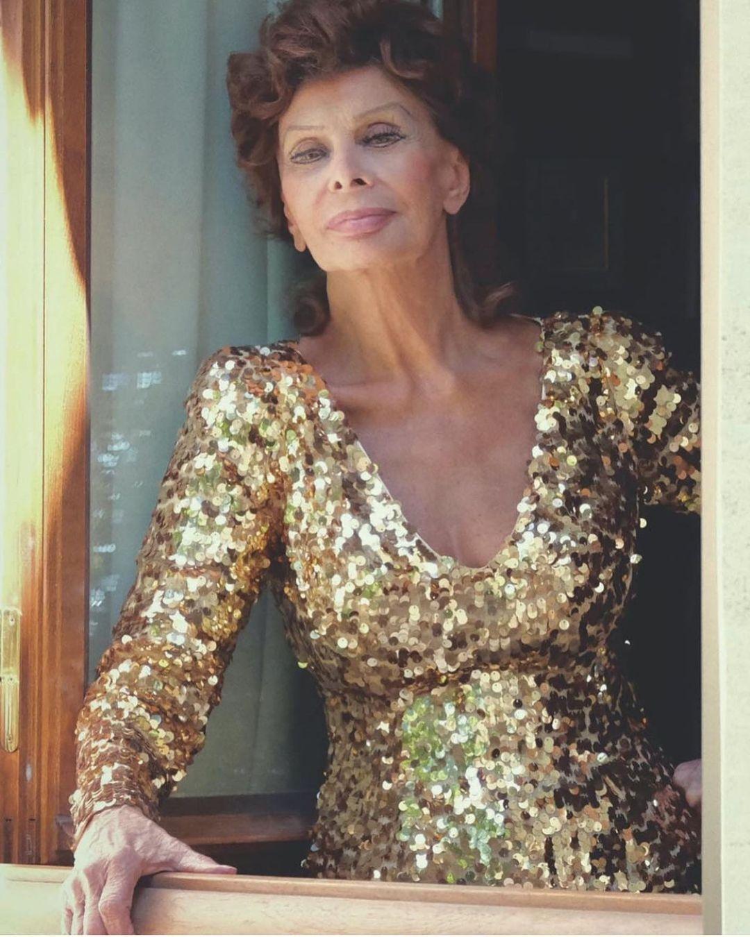 "86-летняя легенда кино и обладательница ""Оскара"" Софи Лорен"