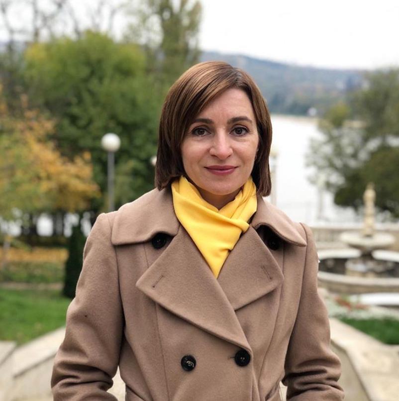 Мая Санду у пальто