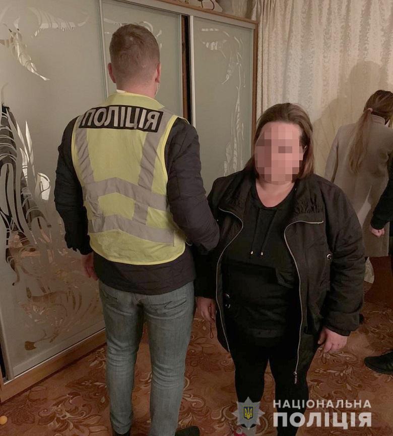 Зловмисницю затримали під час спроби переправити дівчат за кордон.
