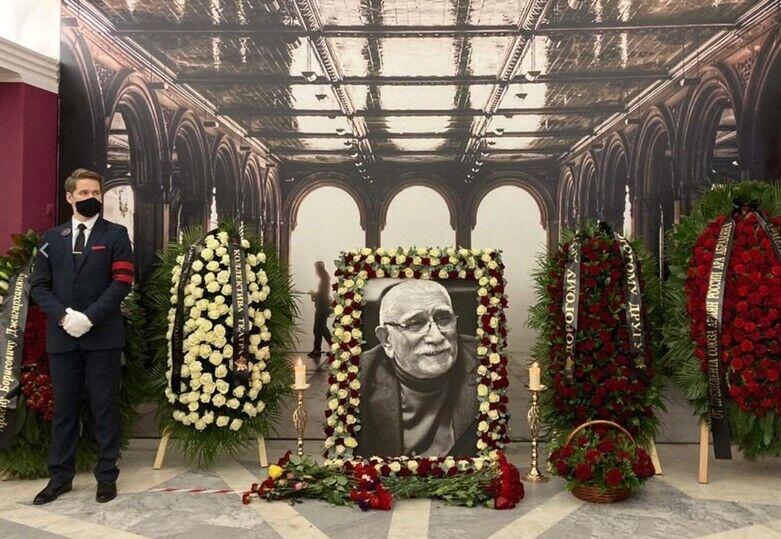 Как проходят похороны Джигарханяна