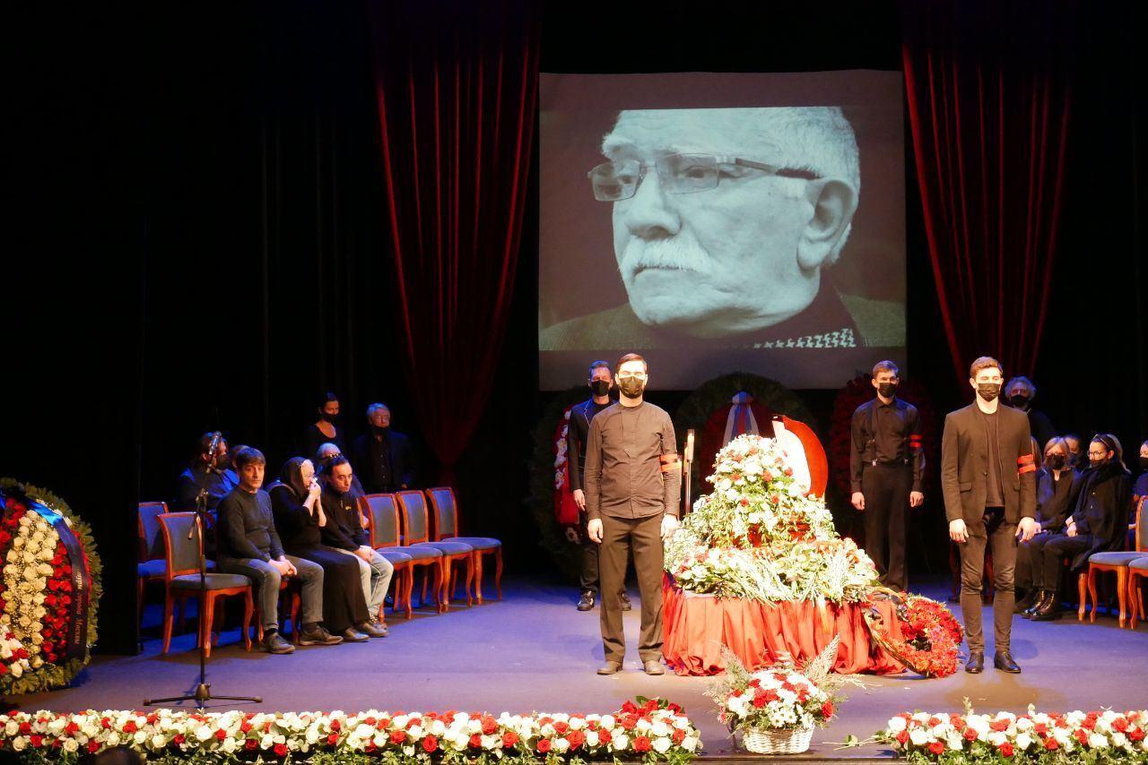 Как проходят похороны Джигарханяна.