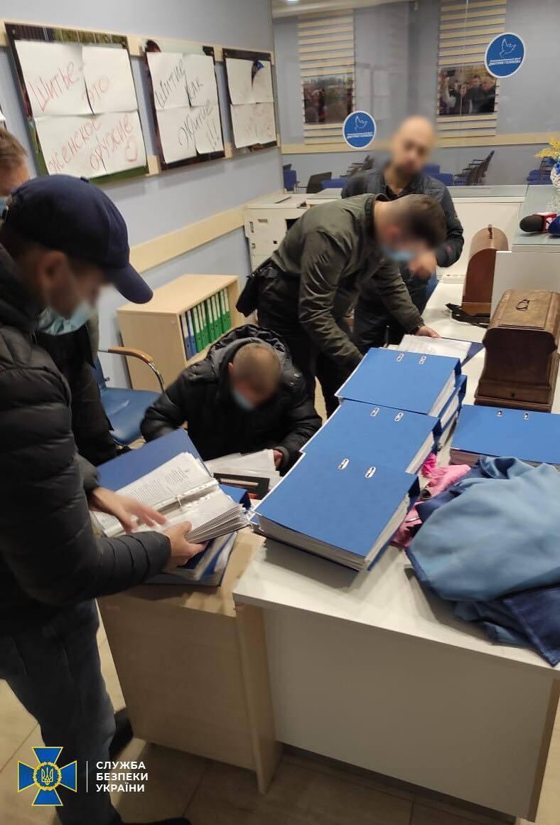 Правоохранители устанавливают причастных к незаконной избирательной схемы.
