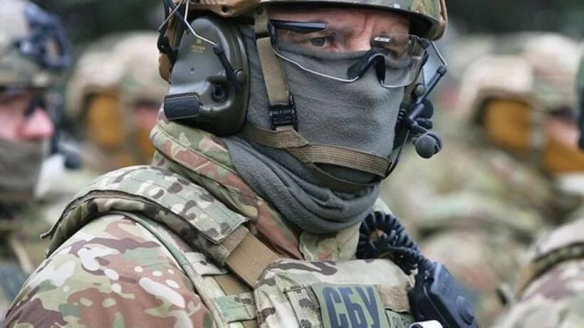 Сейчас фигурант скрывается в Донецкой области.