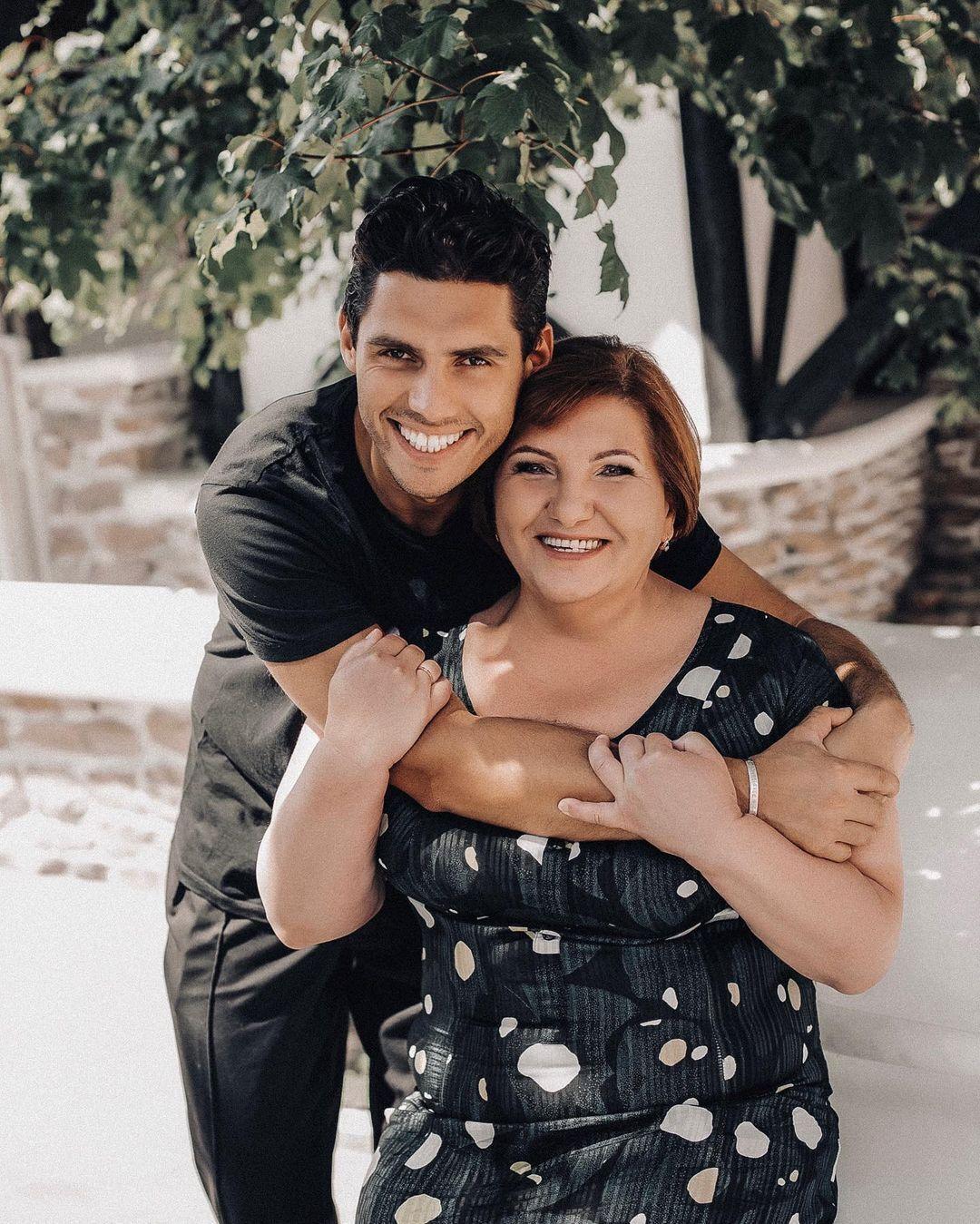Микита Добринін і його мама.