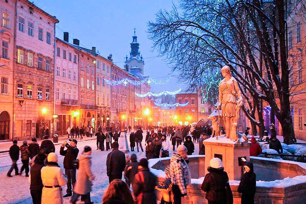 Львів у зимовий сезон.
