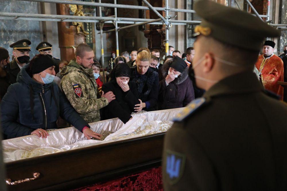 Во Львове простились с погибшим десантником Иваном Горошком