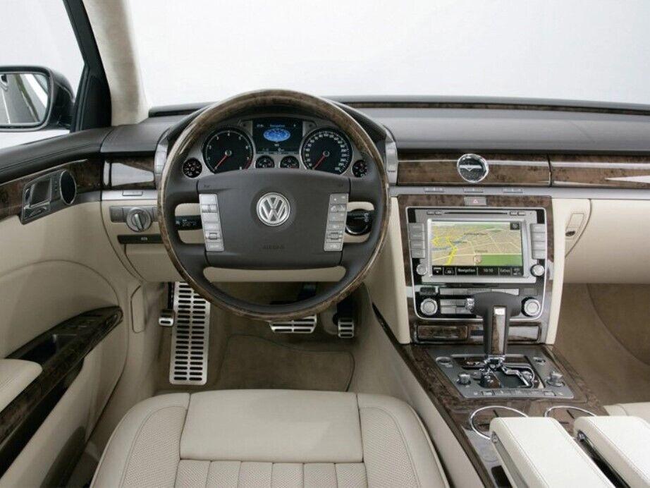 Интерьер Phaeton намекал на принадлежность авто к роскошному сегменту