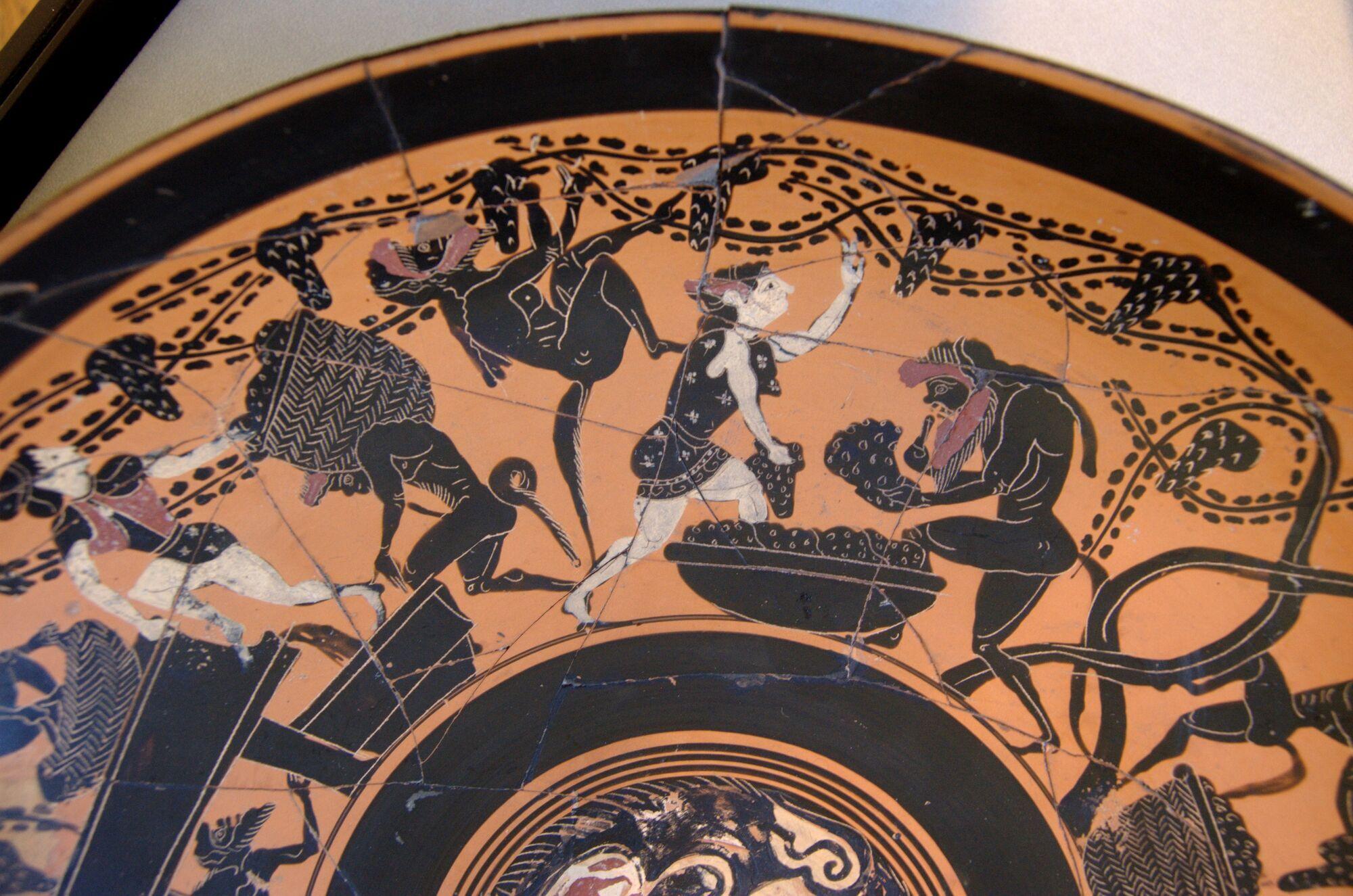 У Стародавній Греції Новий рік присвячувався богу виноробства Діонісу