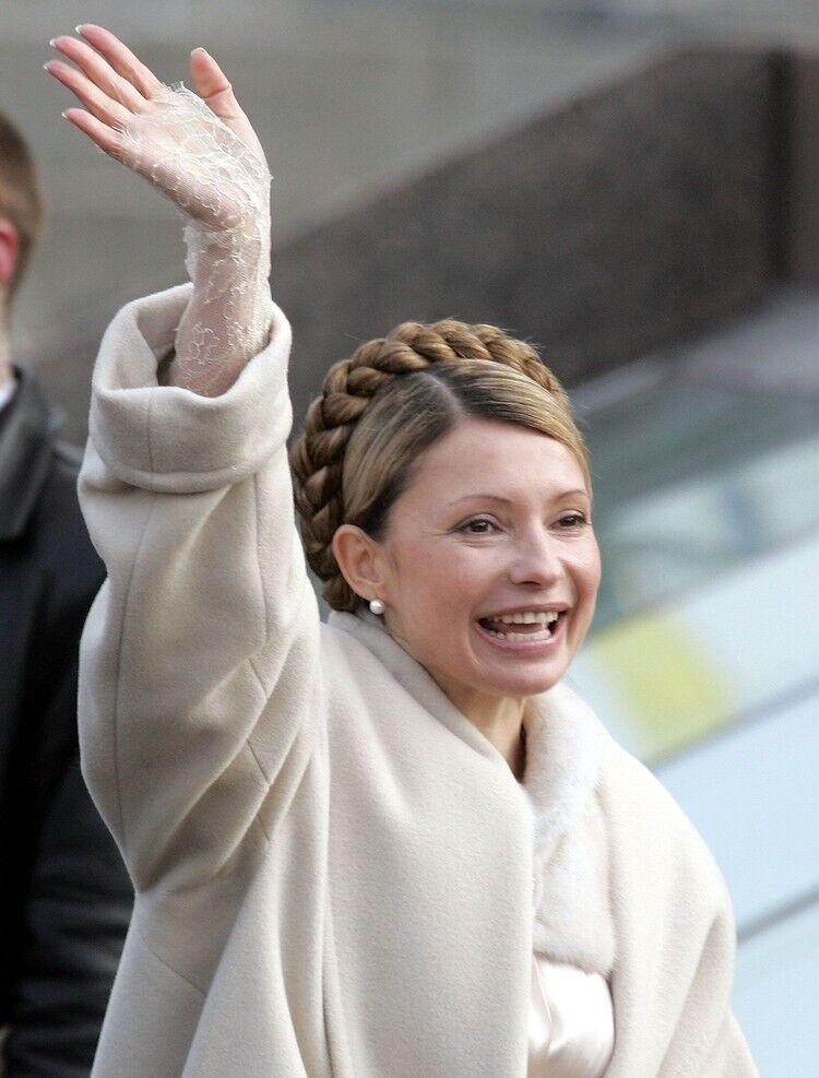 Юлія Тимошенко в пальто від Ів Сен Лоран