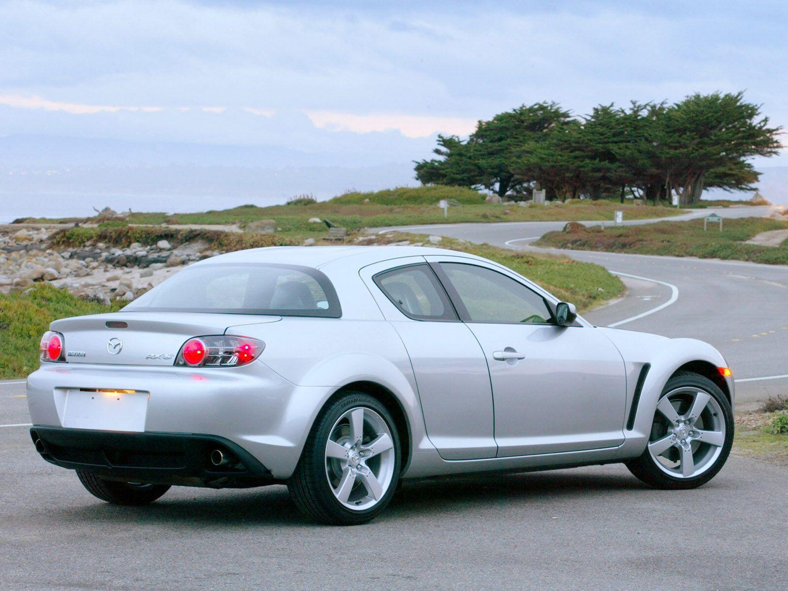 Сбалансированные пропорции и спортивность – так можно охарактеризовать дизайн Mazda RX-8