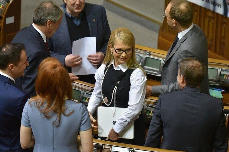 Юлія Тимошенко в Раді з новою зачіскою