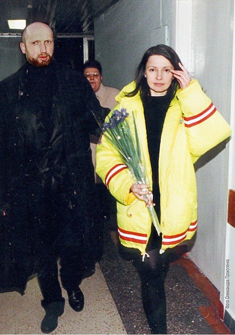 Юлія Тимошенко та Олександр Турчинов на виході з СІЗО