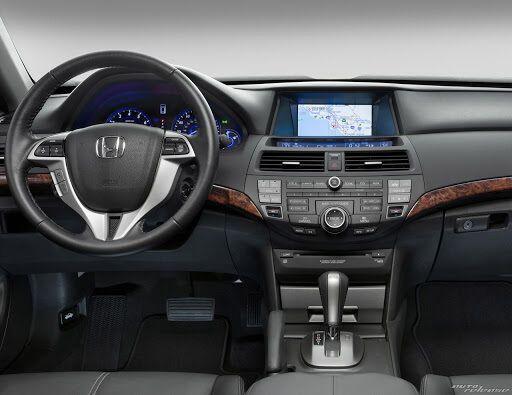 Усередині Honda Crosstour багато в чому нагадувала Accord