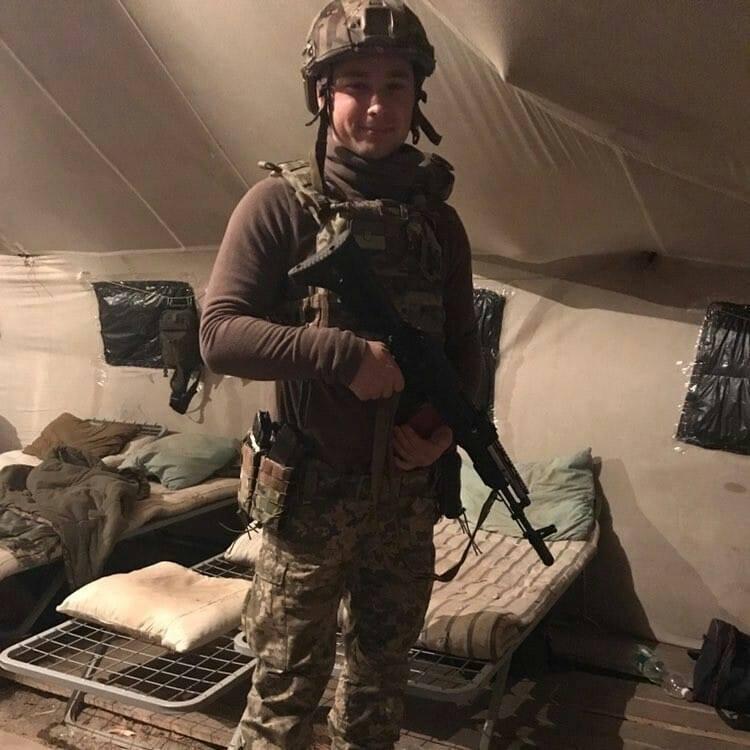 """Позывной """"Пиндос"""" """"прицепился"""" к Александру после того, как в 2015 году отучился в школе инструкторов НАТО в Литве"""