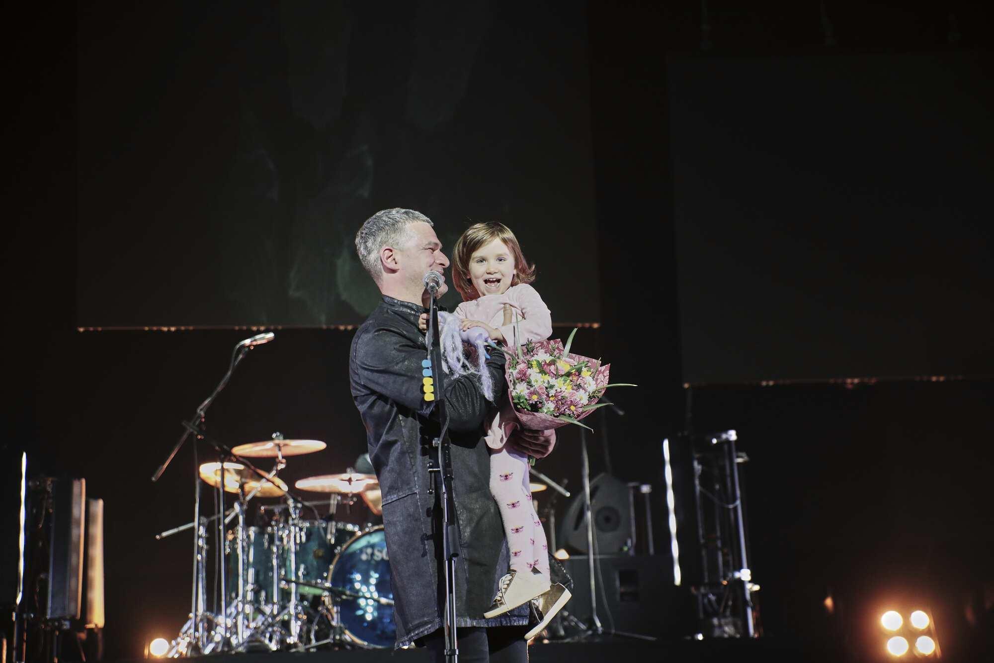 Арсен Мірзоян із донькою Ніною на концерті