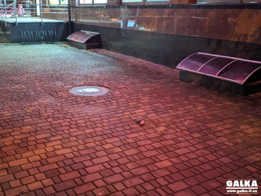 На місці злочину в Івано-Франківську поліція знайшла зброю