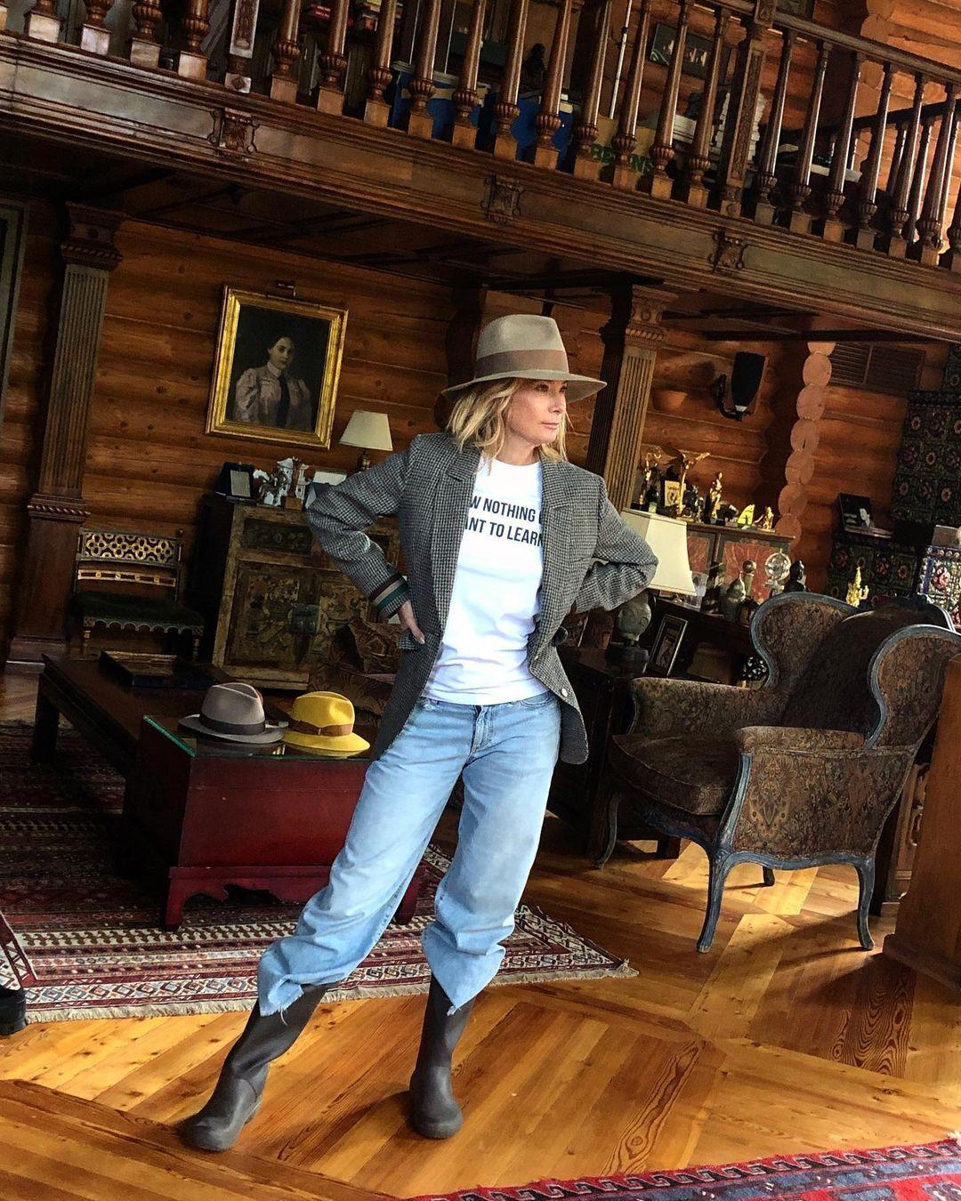 Юлія Висоцька показала заміський будинок.