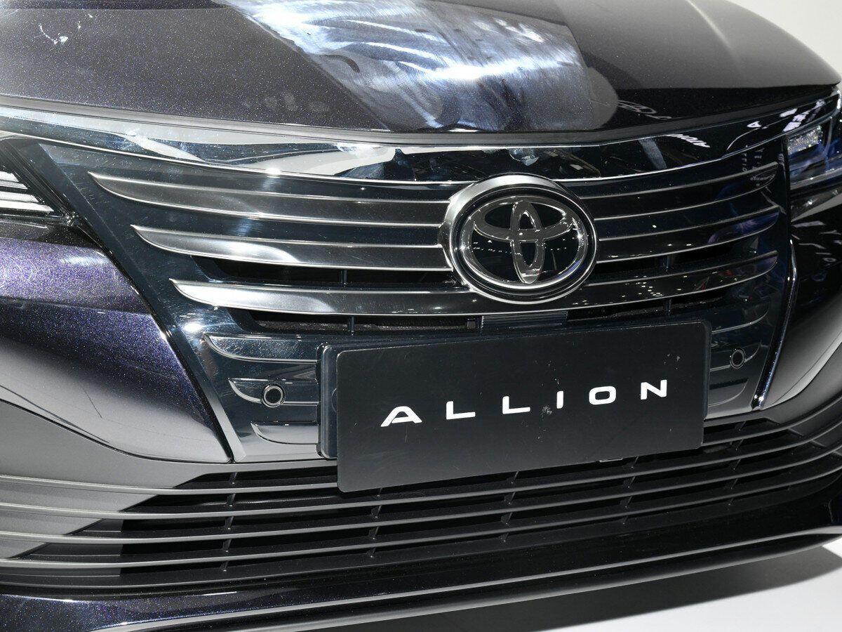 """Toyota Allion - удлиненная """"Королла"""", которая будет на ступеньку ниже Camry"""