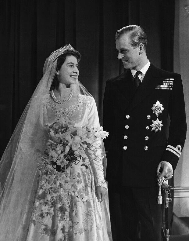 Єлизавета II і Філіп: фото з весілля.