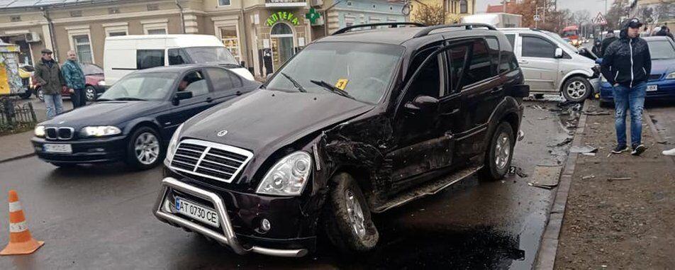 Mercedes Vito зіткнувся з автомобілем SsangYong Rexton