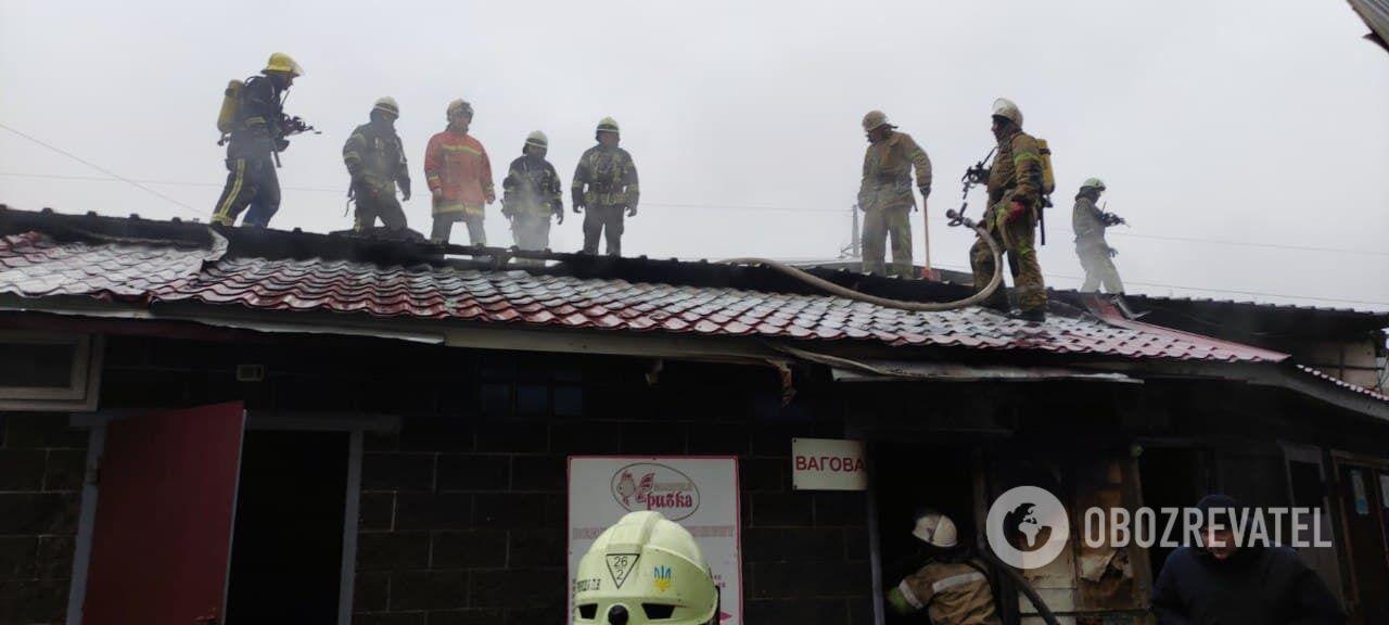 Пожар бушевал на площади 100 квадратных метров.