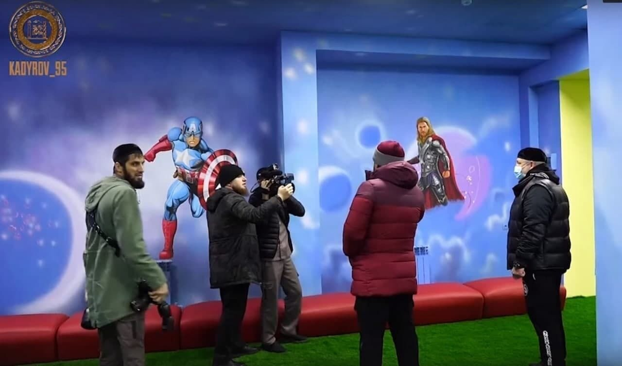 По требованию Кадырова со стен детского центра в Чечне убрали героев Marvel: на что заменили