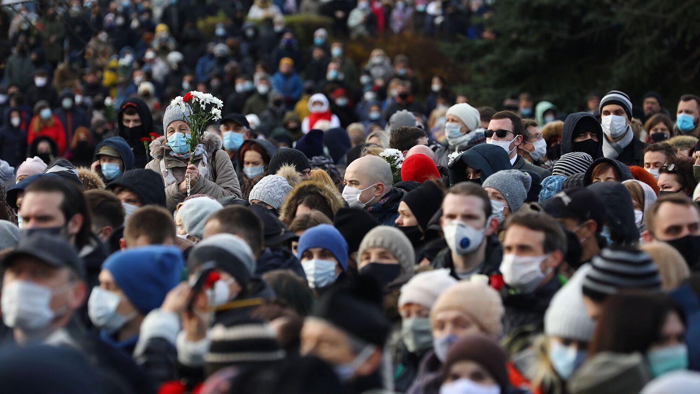 Проститься с Бондаренко пришли тысячи людей