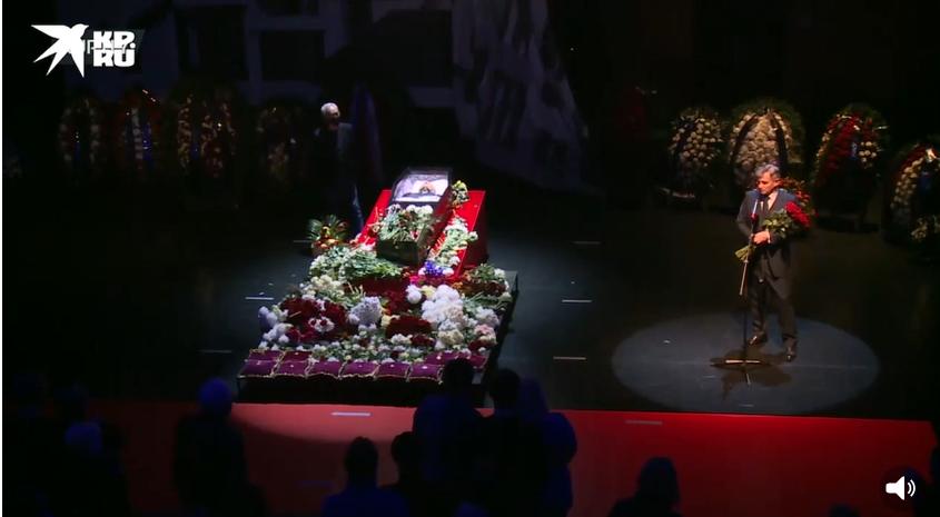 Маковецкий на церемонии прощания с Виктюком в Москве